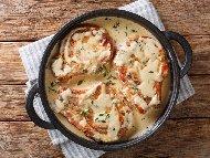 Рецепта Задушени свински котлети в пикантен сос на фурна